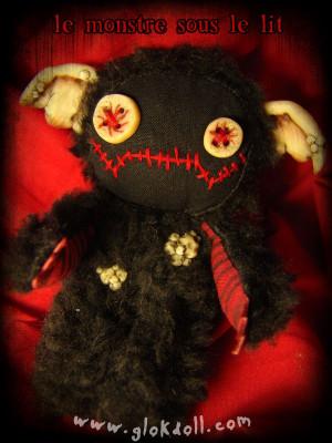 le Monstre sous le lit, GLOKdoll